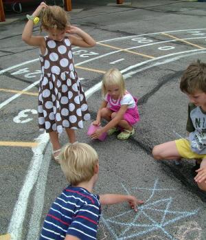 Kidsplayingsmall